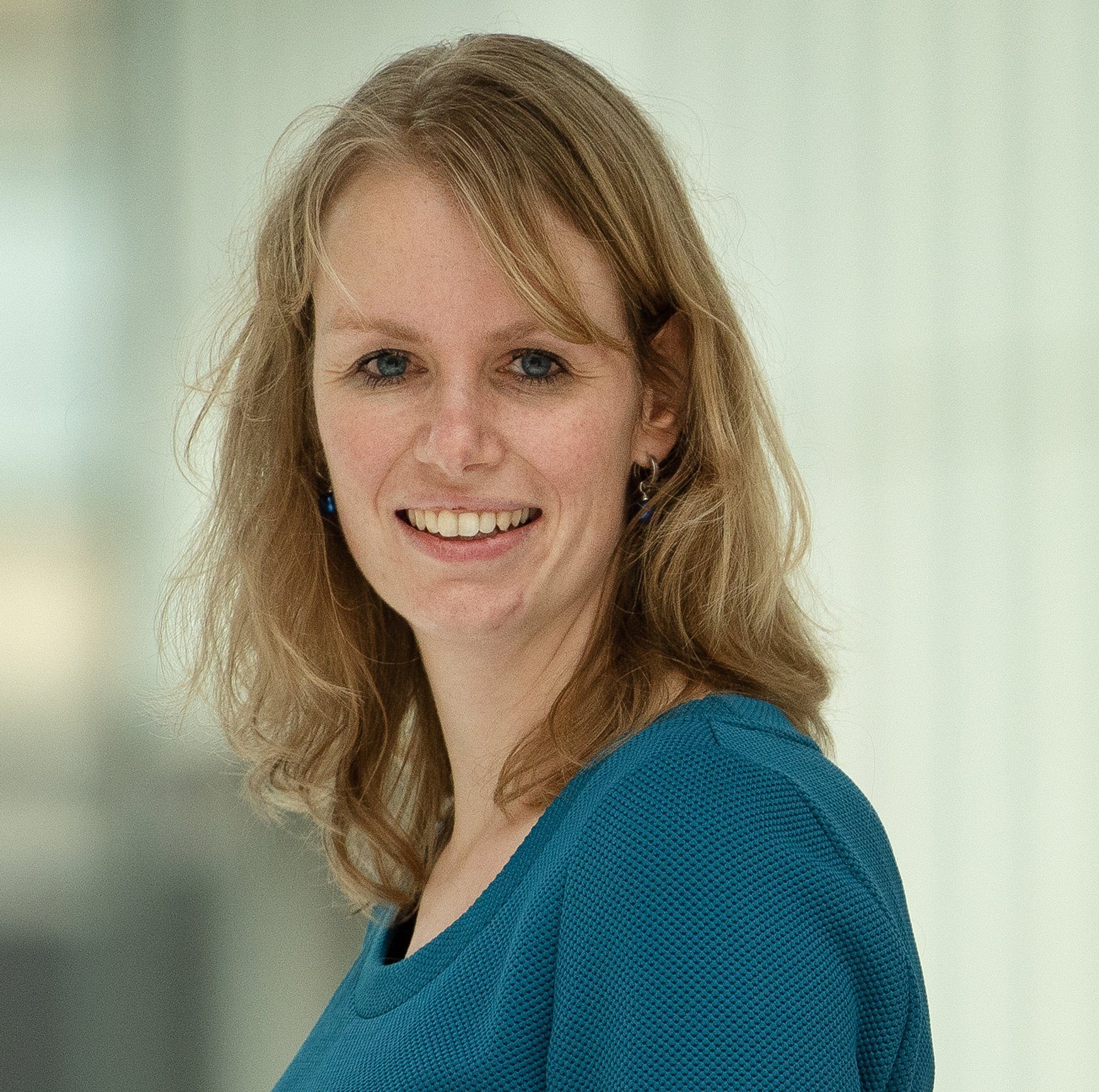 Dr. Esther Bron